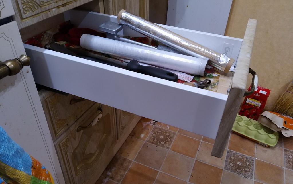 выдвижной ящик кухни