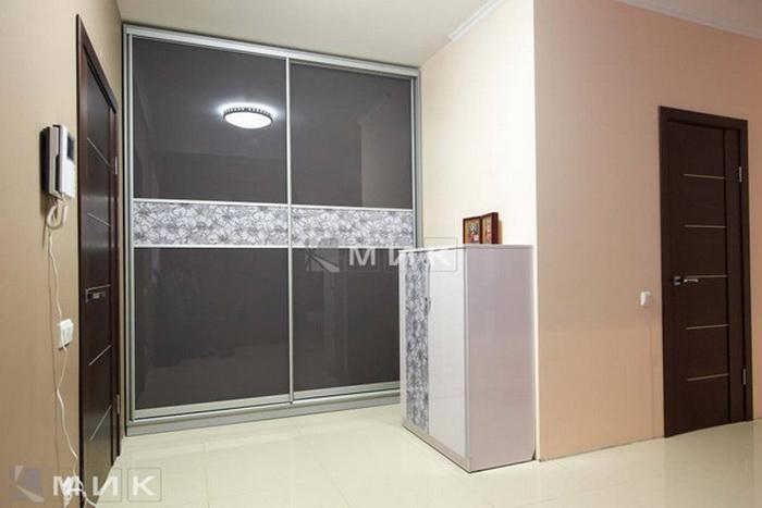 Шкаф с серым фасадом