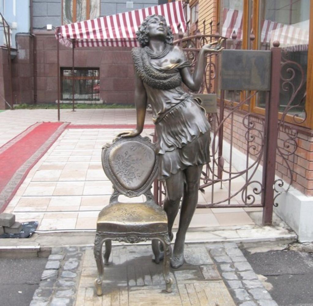 Эллочка-Людоедка, памятник в Харькове