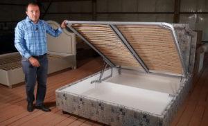 кровать с подъемным механизмом и каркасом