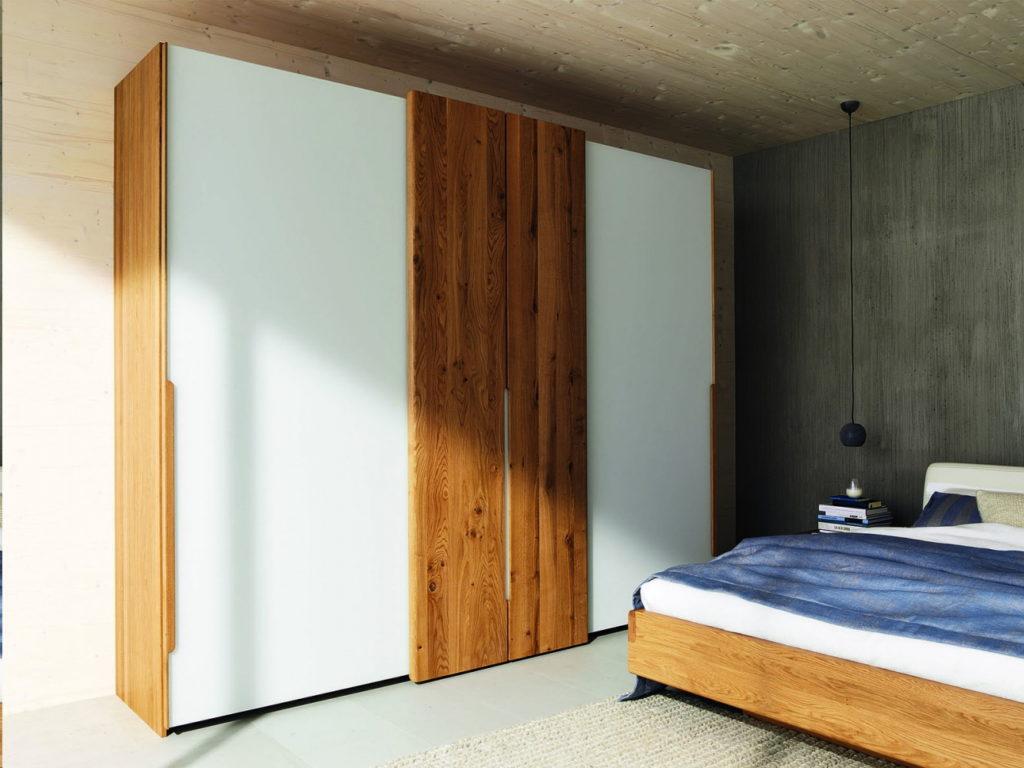 Шкаф из натурального дерева