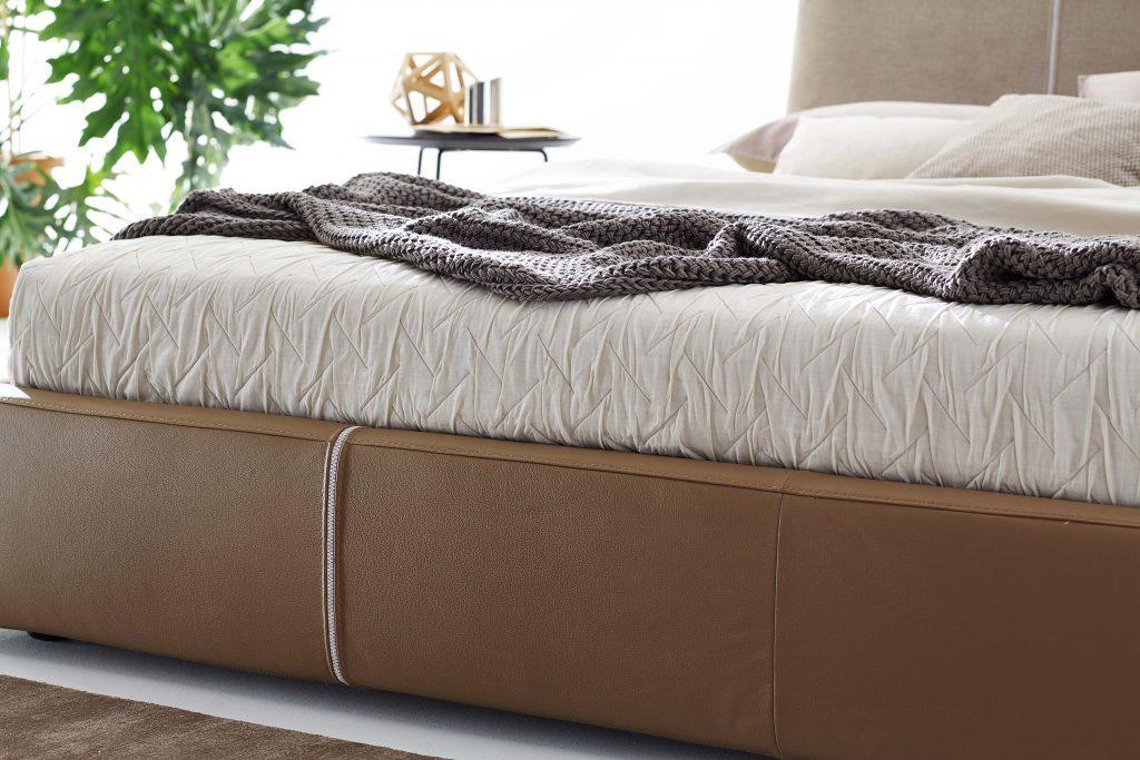 Двухцветный дизайн кровати
