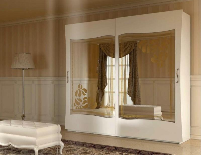 Шкаф с зеркалом в спальню
