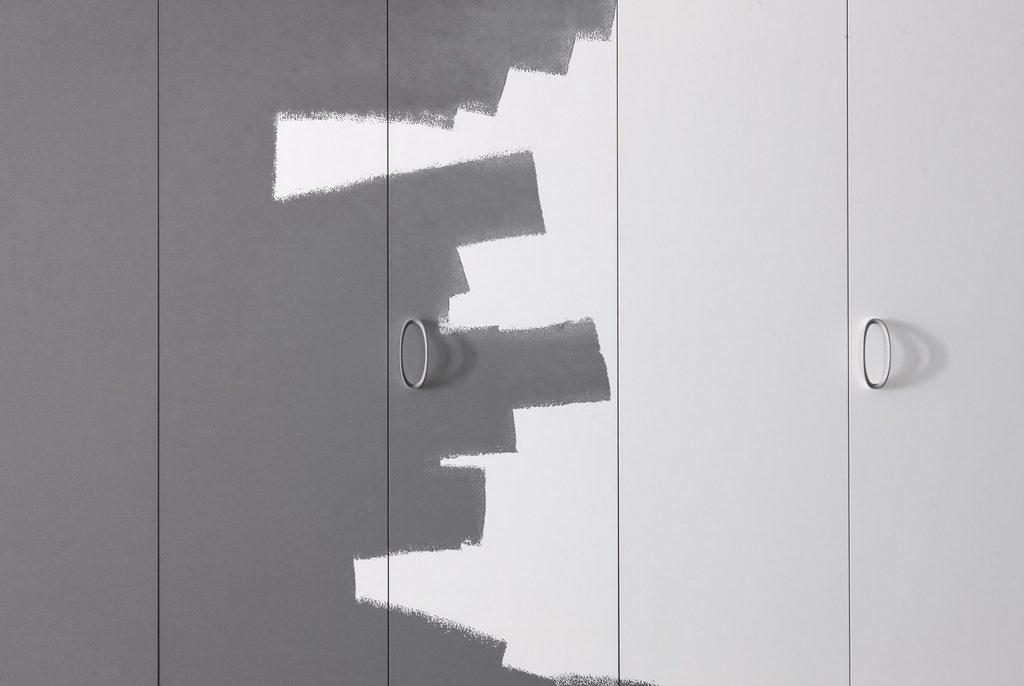 шкаф в цвет стен