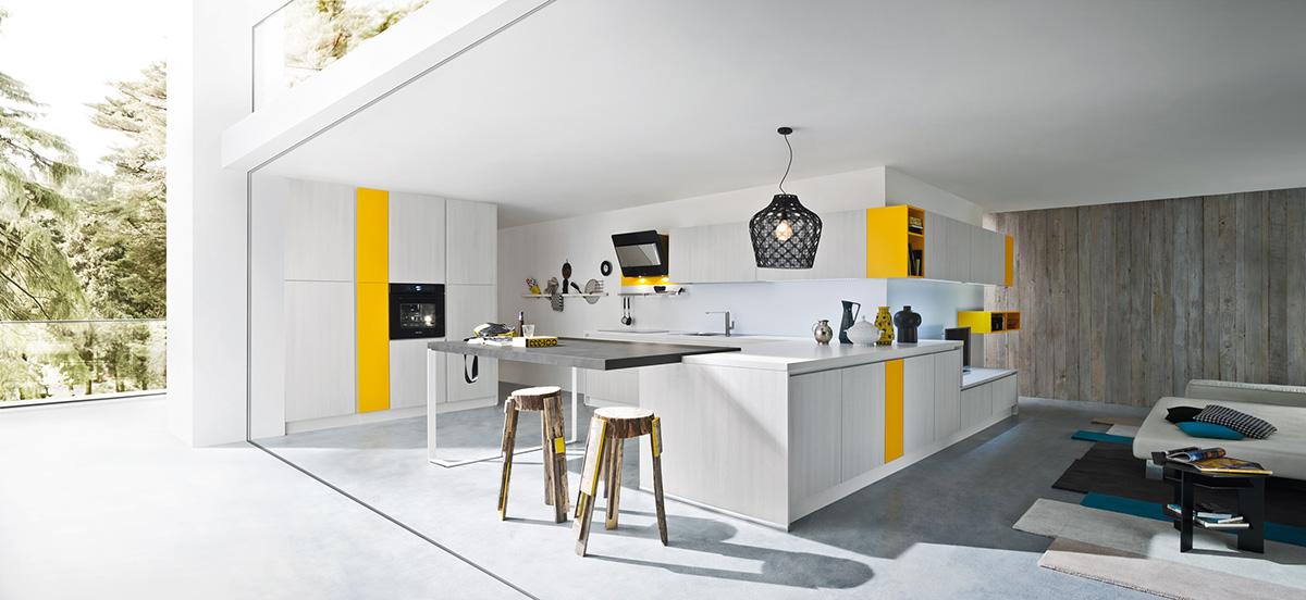 кухня белая с желтым акцентом