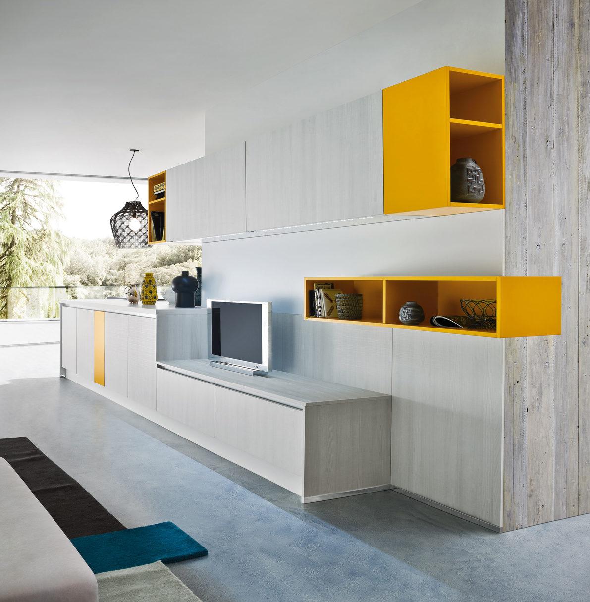 кухня с желтым акцентом и фасадом ясеня от Ar Tre