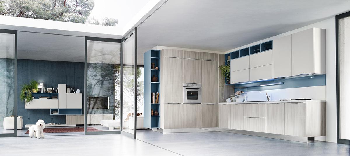 кухня с синим акцентом и фасадом ясеня от Ar Tre