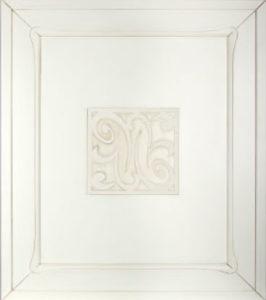 Фасад с белым декором