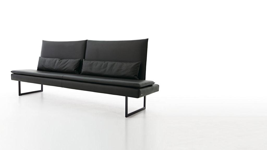 Черный диван на кухню