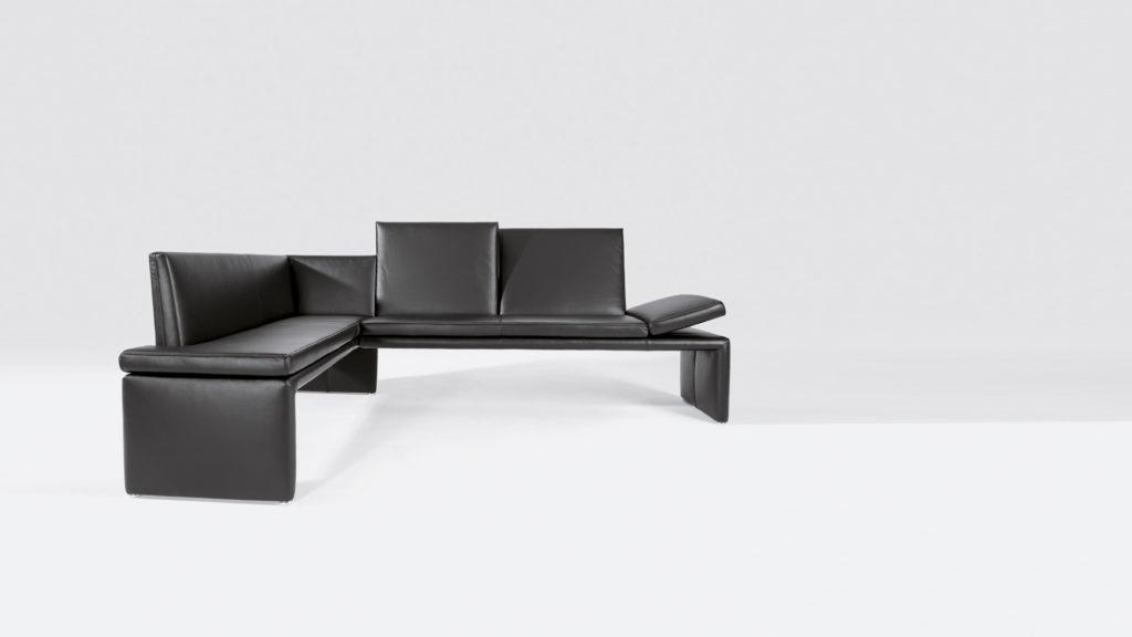 черный кухонный уголок – диван на кухню