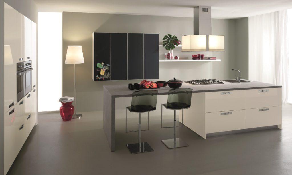 Кухня в магнитном пластике - фото в интерьере