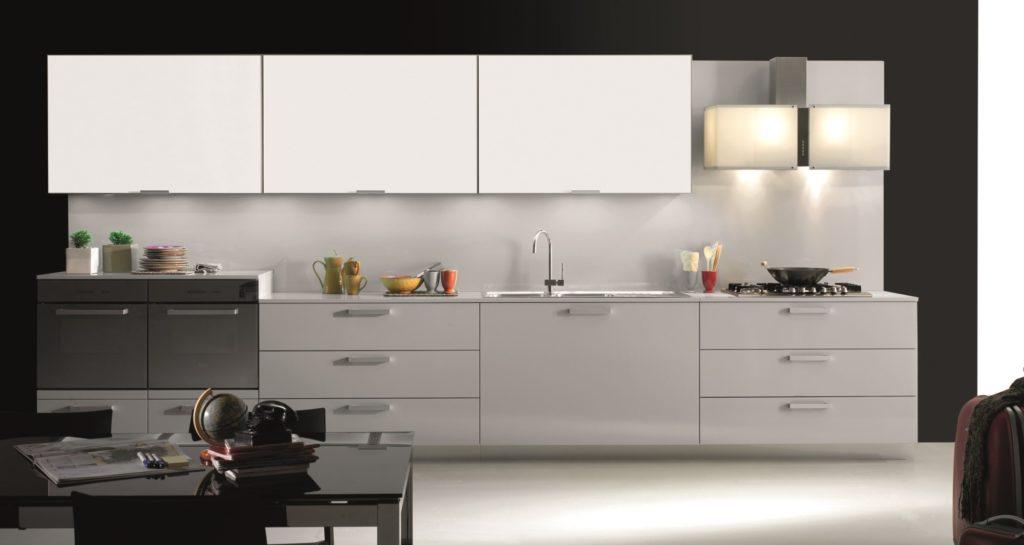 Кухня в белом магнитном пластике - фото в интерьере, Del Tongo