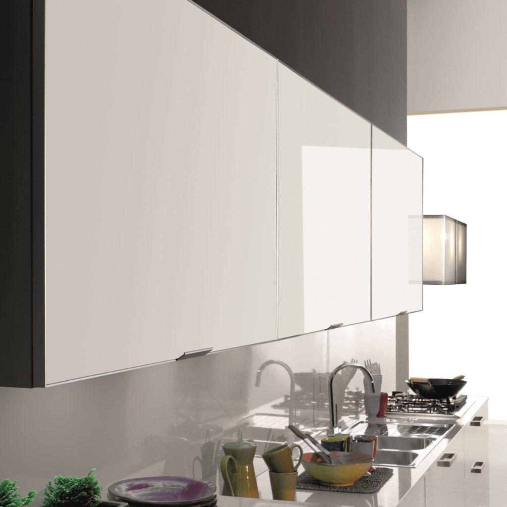 Кухня в магнитном пластике без рисунка