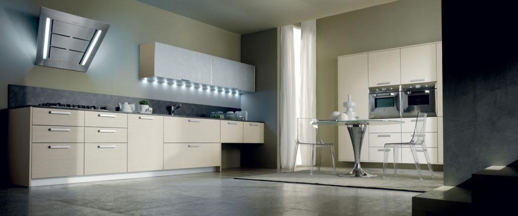 Фото кухни с фасадами в алюминиевой рамке