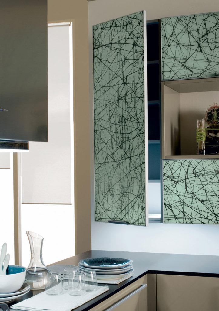 Пример - стеклянные фасады в алюминиевой рамке