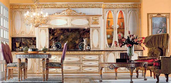 Золотая овальная кухня с патинированными фасадами