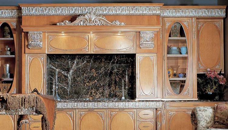 Овальная кухня с патинированными фасадами дерево