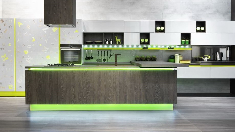 Подсветка кухня с зеленым акцентом