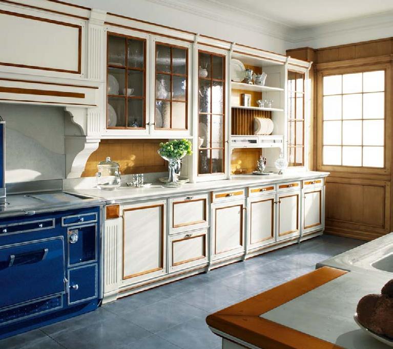 Дизайн с золотом кухня белая с синим