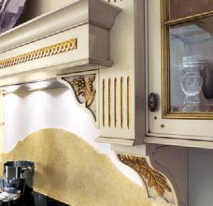 Дизайн с золотом кухня белая вытяжка
