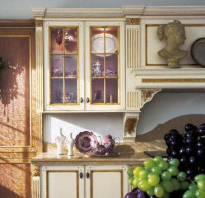 Дизайн с золотом кухня белая стекло