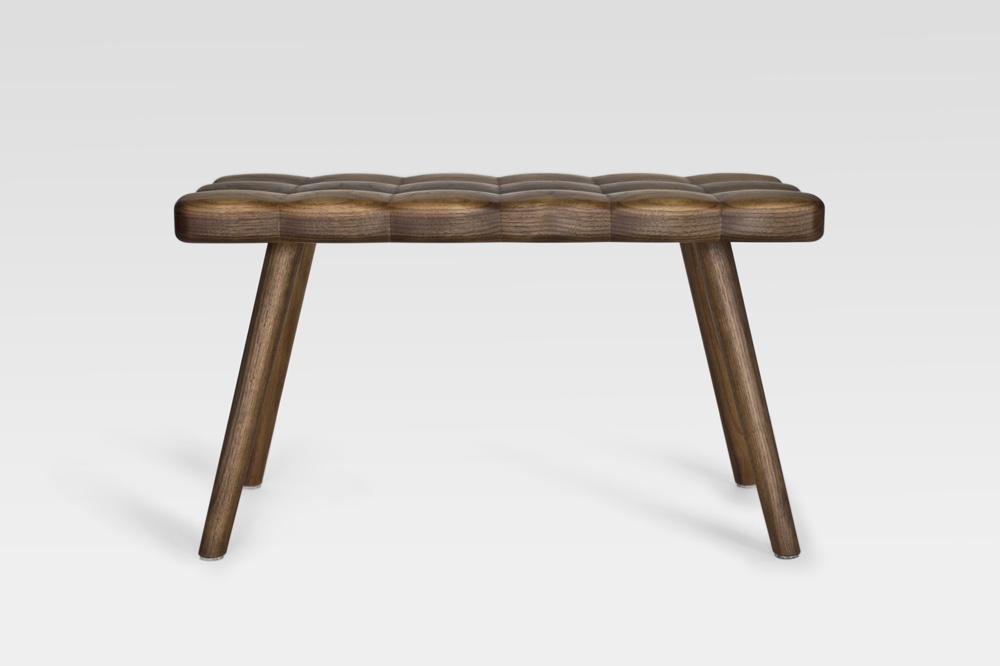 Мягкая деревянная кушетка