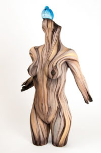 Состаренные скульптуры из натурального дерева