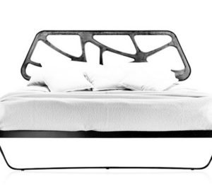 ажурная деревянная кровать