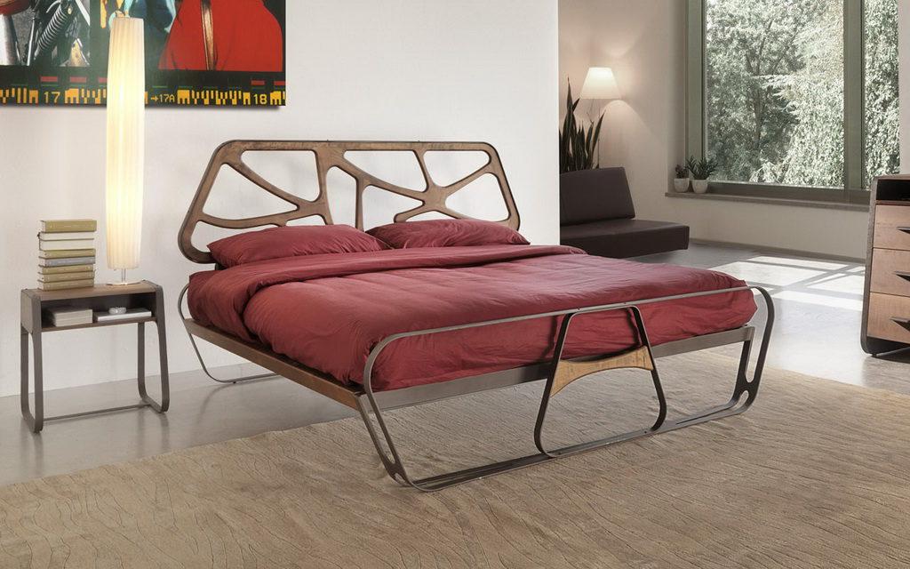 деревянная ажурная кровать