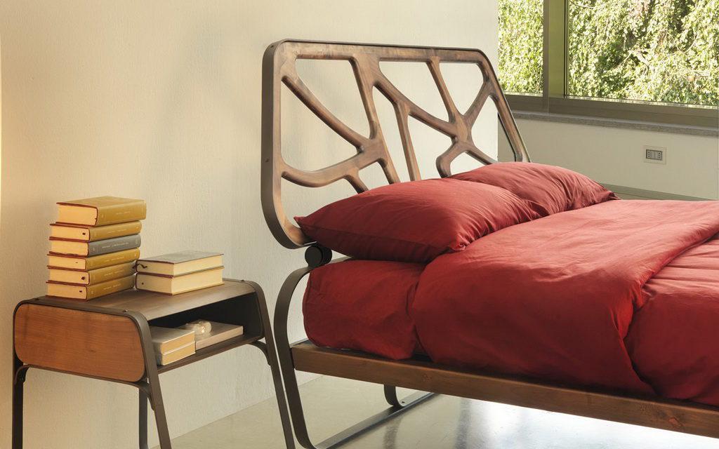 ажурная кровать из дерева