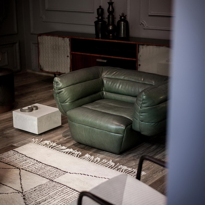 Объемный диван