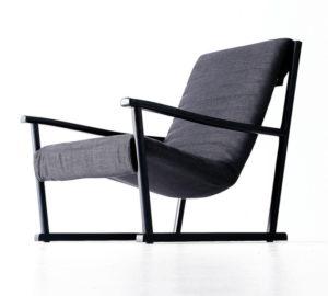 Кресло на деревянном каркасе