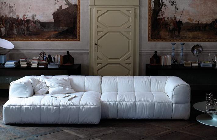 Стеганный диван