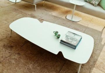 Журнальный столик с прорезями